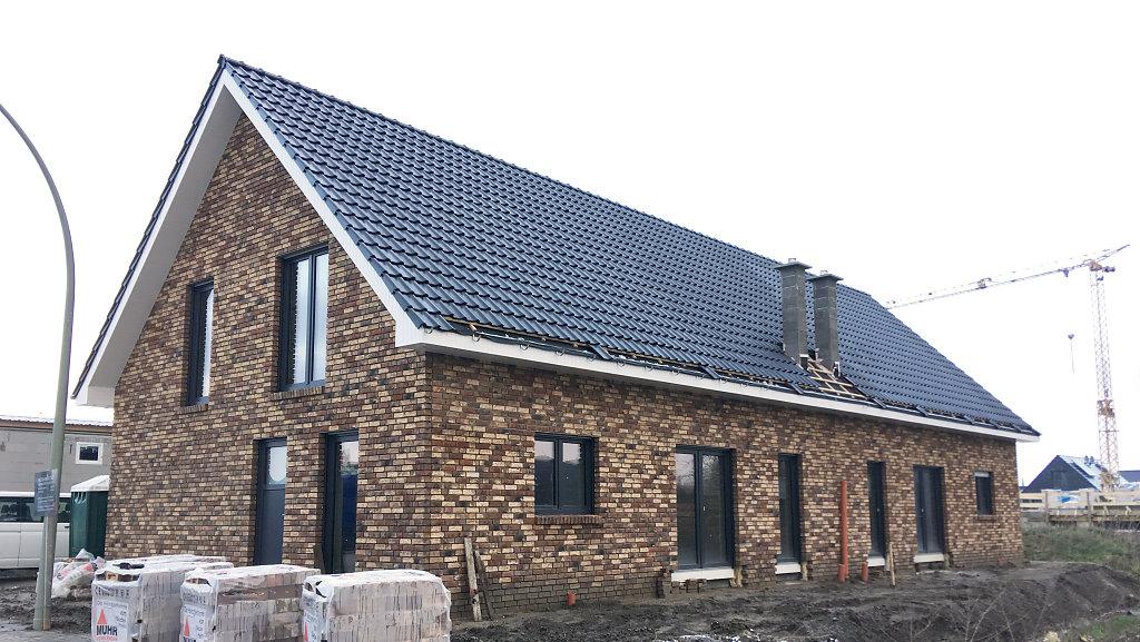 Doppelhaus mit Unterstellhalle