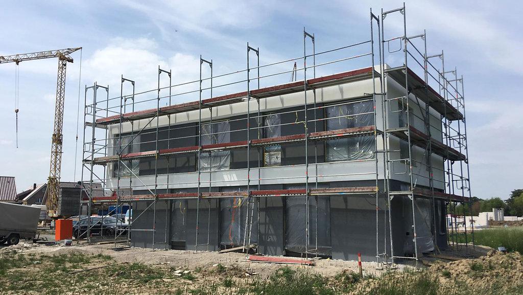 05.2019 Fassadenarbeiten des Flachdachhauses